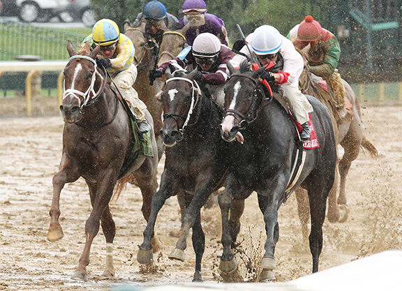 Flameaway Proves Narrowly Best in Rained-Off Bourbon S.