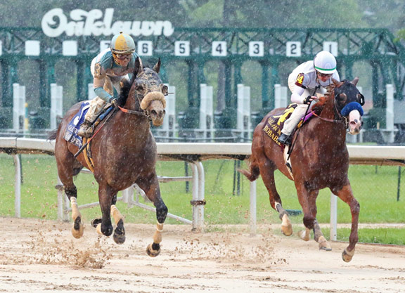 Tom's d'Etat Sweeps to Victory in Oaklawn Mile