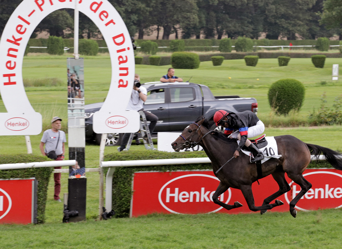 Lord of England's Palmas Routs German Oaks Rivals